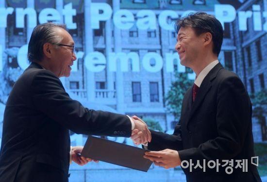 [포토]인터넷평화상 교육부문에 '오기소 켄'