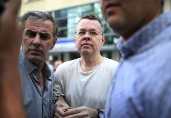 美·터키, 구금된 미국인 목사 석방 협상 진행…금융 불안 풀리나