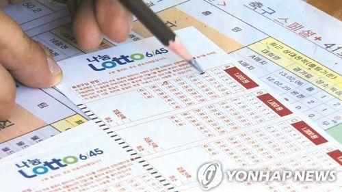"""""""매주 로또 사요"""" 취업난·경기불황…복권 의존하는 2030"""