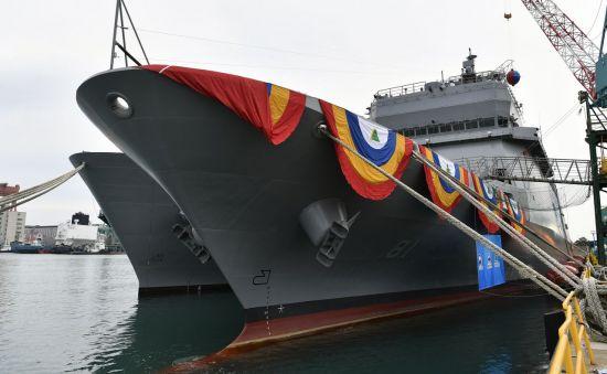 <h1>현대중공업, 해군 첫 훈련함 '한산도함' 진수</h1>