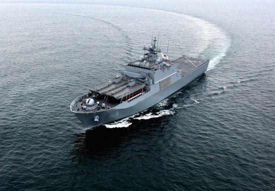 <h1>현대중공업, 네번째 차기상륙함 해군에 인도</h1>