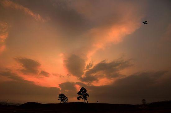 [조용준의 여행만리]土城 위 저 소나무 붉은 노을을 품다