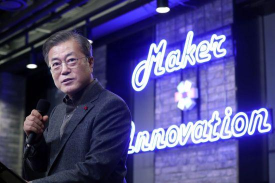 문대통령, 새해 첫 경제일정 '젊은 제조스타트업 기업가' 격려