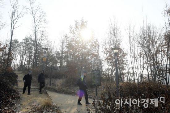 [포토]회색빛 하늘 아래 산책