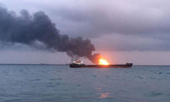 케르치해협서 선박 2척 화재…10명 사망·10명 실종