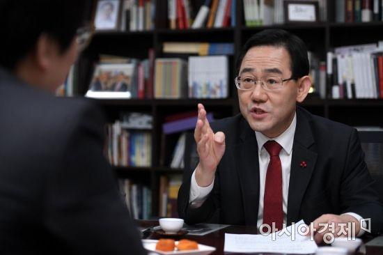 """[당권주자 인터뷰]주호영 """"김경수 법정구속, 한국당 안주하면 毒될 것"""""""