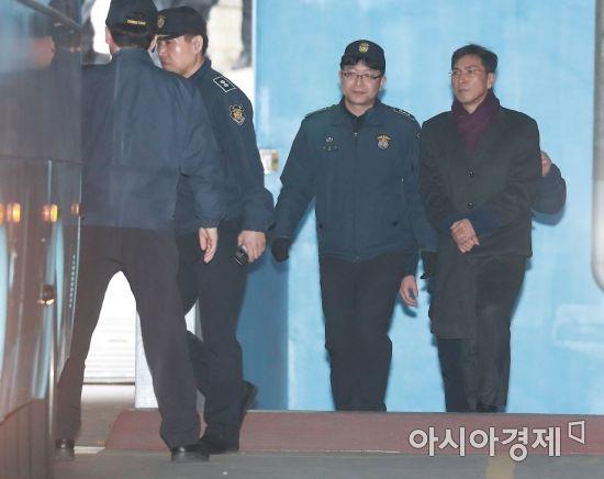 '미투' 김지은, '성폭행 가해자' 안희정 등 상대 3억 손배소 제기