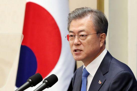 [리얼미터]文대통령 국정 지지율 45%…취임후 최저