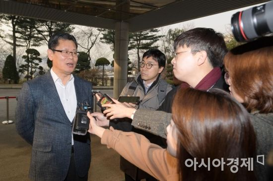 [단독] 김연철, 40년 넘은 재건축 아파트 12억4000만원 매입