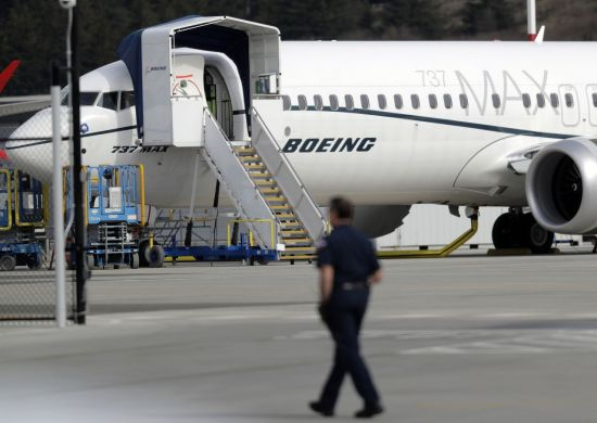 """일단 고개 숙인 보잉…""""737맥스 인도 중단, 생산은 계속"""""""