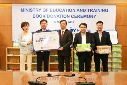 JW그룹, 베트남 초등학교에 도서 1만5000권 기증
