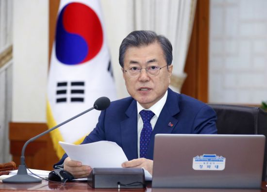 [리얼미터]문 대통령 국정 지지율 48%…긍정평가가 부정평가 앞질러