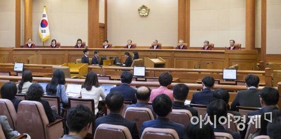 """낙태죄 헌법불합치…헌재 """"2020년까지 법 개정""""(종합)"""