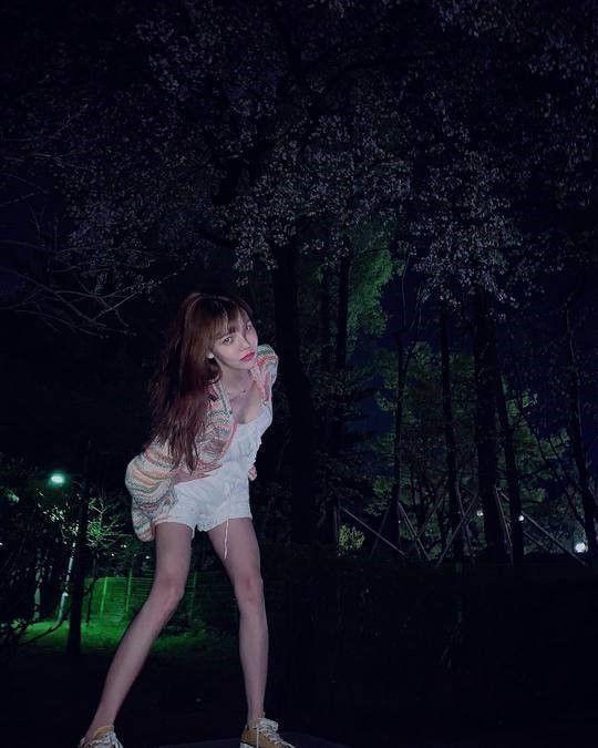[포토] AOA 지민, 야심한 밤 놀이터에서 '찰칵'