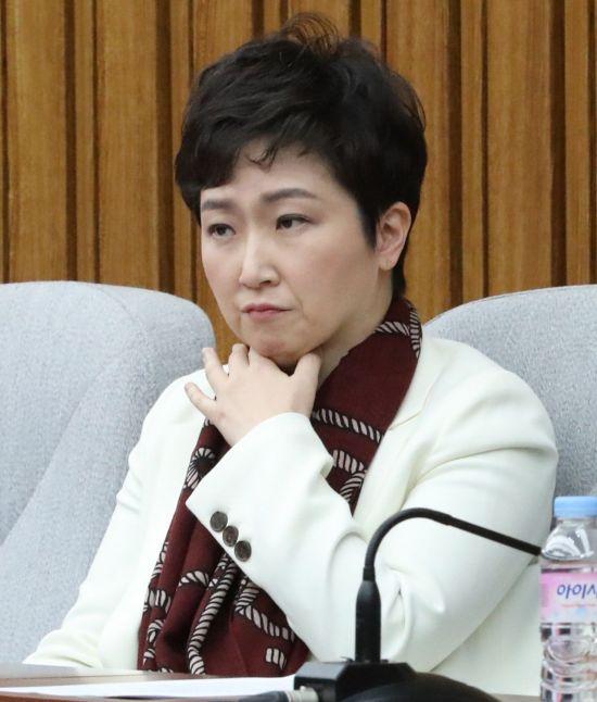 '당원권 정지' 이언주, 바른미래당 의총서 문전박대