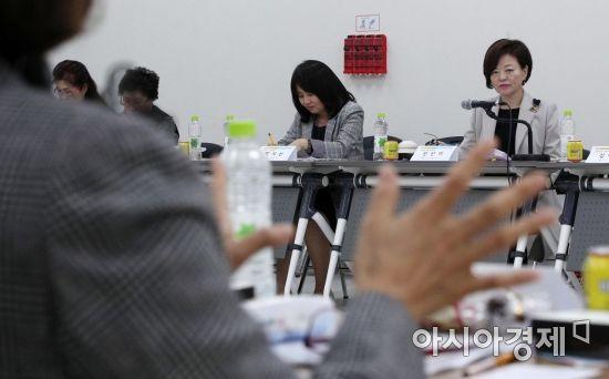 [포토] 아이돌보미와 소통 나선 진선미 장관
