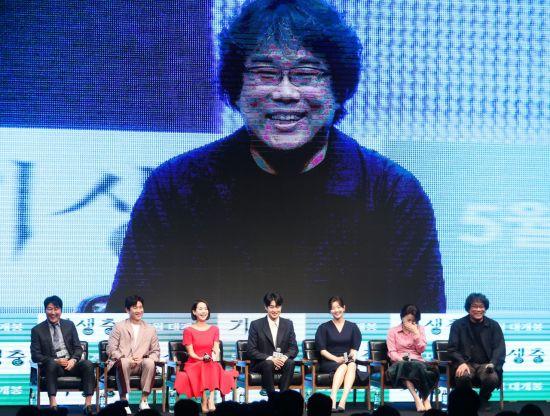 """봉준호 """"'기생충', 보편적이지만 한국 관객만 100% 이해할 것"""""""