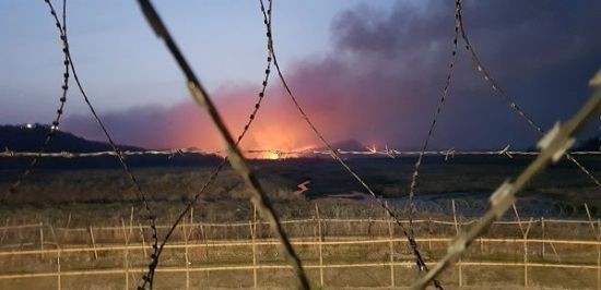비 왔어도 '산불'…강원 철원 DMZ 산불, 진화헬기 2대 투입