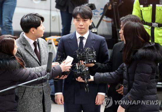 """승리, 성매매 알선 정황 포착…""""강남 고급 주점서 300명 초대해 파티"""""""