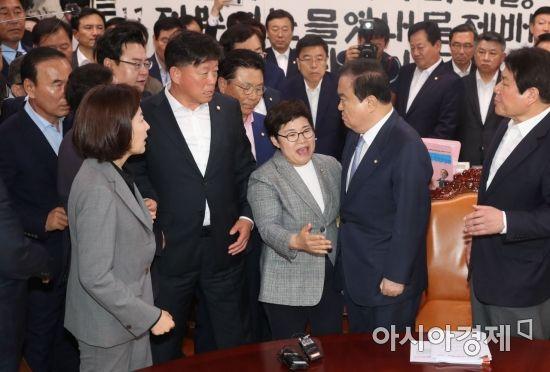 한국당, 패스트트랙 항의 방문…문희상·임이자 쇼크로 병원行