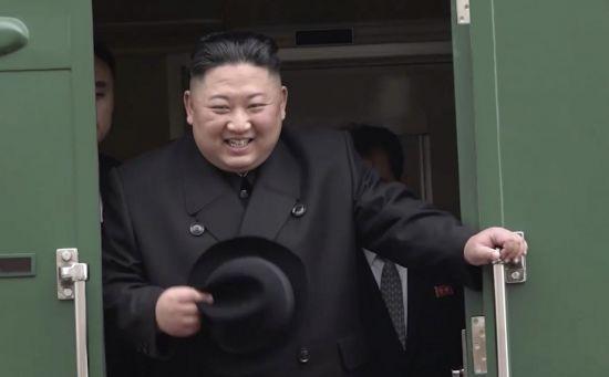 """""""유익한 대화될 것"""" 김정은, 기자 질문에 능숙하게 답변"""