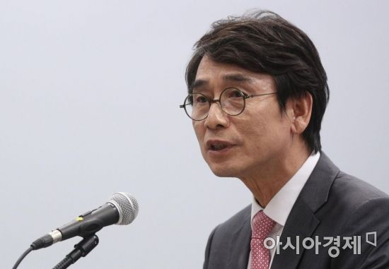 """유시민 """"대북송금 특검, 햇볕정책 계승 위한 결단""""…박지원 """"부적절한 발언"""""""