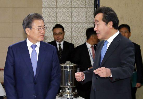 """文 대통령, 이낙연 黨복귀 사실상 용인 """"본인에 달려"""""""