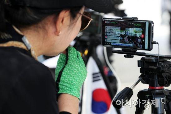 [포토]대한애국당 천막 유튜버
