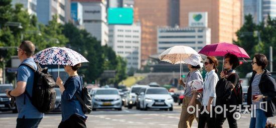 [포토] 양산이 필요한 날씨