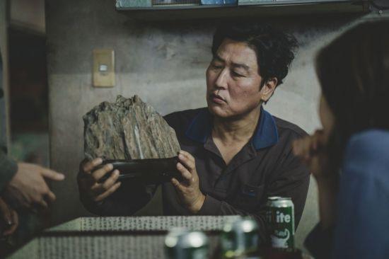 봉준호, 한국영화 역사에 한 획 그었다…칸영화제 황금종려상