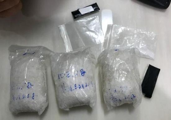 속옷에 숨겨 마약 배송한 30대 여성들…항소심서 감형