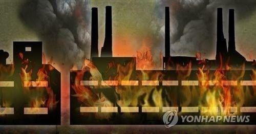 구미 화재, 3시간 넘게 진압 중…인근 공장으로 퍼져
