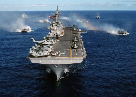 이란 코앞에서 항공모함·상륙함 공동훈련한 美 해군...전쟁임박 신호?