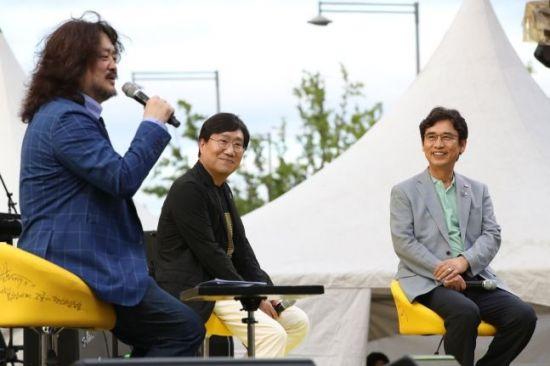 """유시민 """"양정철 질문 잘못 알아듣고 대답""""…'정계 복귀설' 일축"""