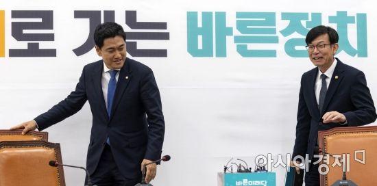 [포토] 오신환 원내대표 만나는 김상조 위원장