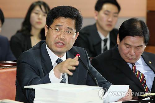 """""""몹쓸 정권"""" 홍준표, 조진래 전 의원 비보에 '정치보복' 주장"""