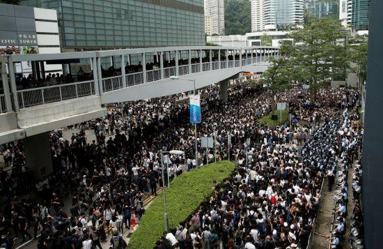 홍콩 범죄인인도법 2차 심의…새벽부터 수천명 시위대 집결