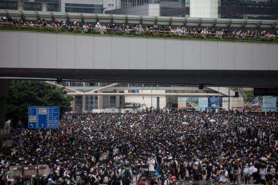 홍콩, 시위 확산에 '범죄인 인도 법안' 심의 연기