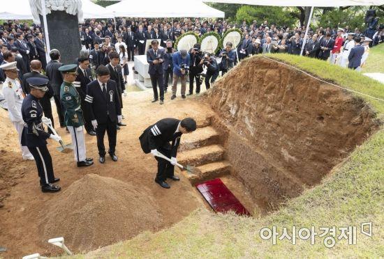 허토하는 상주 김홍업 전 의원