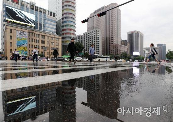 [오늘날씨]중부지방, 흐리다 오전부터 비…최고기온 서울26도