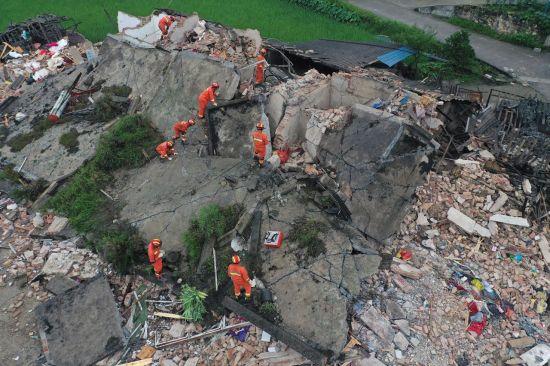 中 쓰촨성 여진 계속…지진 피해 사상자 137명으로 늘어(상보)