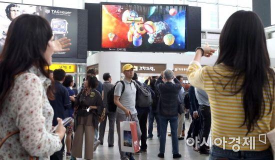 [포토] 서울역에 설치된 254인치 무안경 3D 전광판