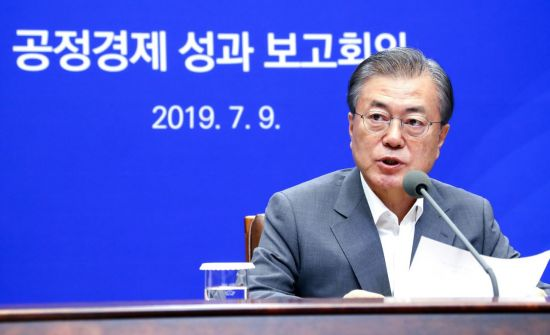 文대통령 국정 지지율, 40%대로 하락…日경제보복·尹거짓말 여파 [리얼미터]