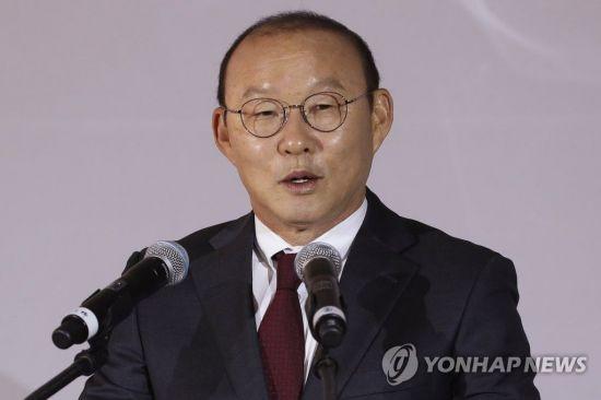 """""""박항서 감독, 베트남축구협회에 재계약 협상 유보 요청"""""""