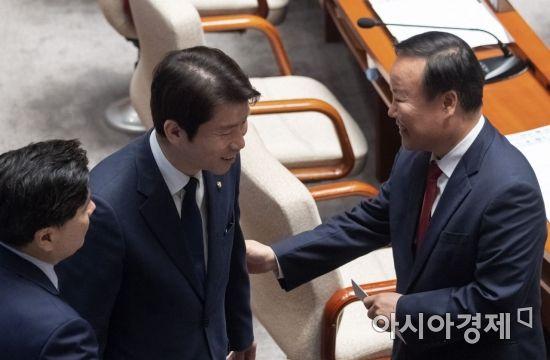[포토] 이야기 나누는 이인영·김재원
