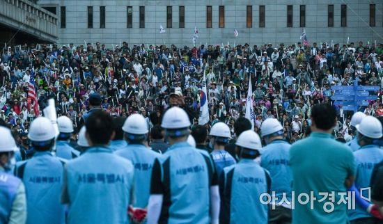 [포토]서울시, 우리공화당 불법 천막 행정대집행 예고