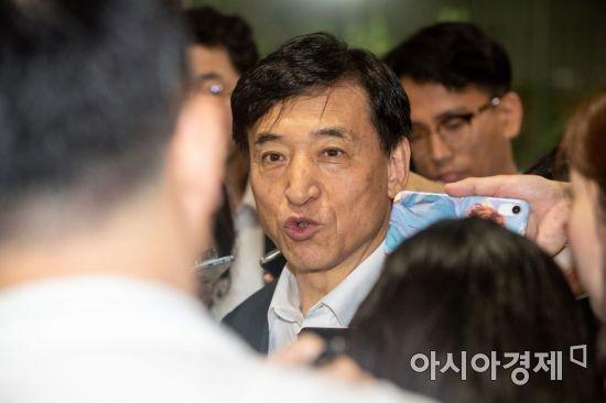 미 기준금리 인하 의견 내는 이주열 총재