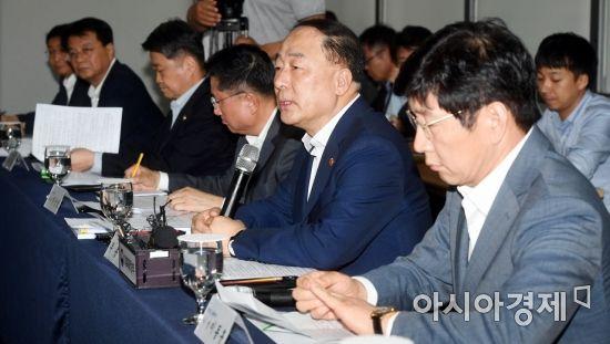 분양가상한제 발표…'경제수장' 홍남기 리더십에 상처