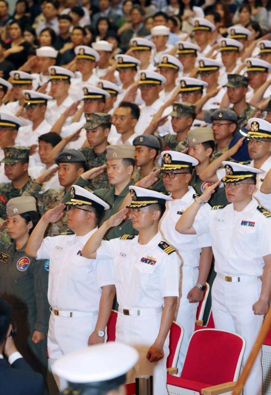 13일 오전 부산 남구 해군작전기지에서 청해부대 30진 강감찬함 환송식이 열리고 있다. (사진=연합뉴스)
