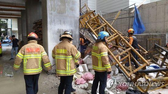 속초 아파트 공사현장서 승강기 추락…3명 사망·3명 부상